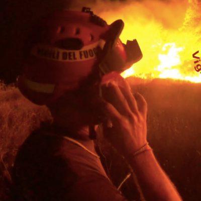 Vasto incendio a Porto Badisco, distrutti ettari di vegetazione. Nessun ferito. LE IMMAGINI