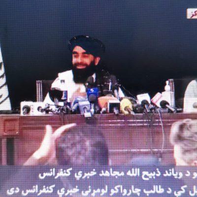 """Afghanistan, le promesse dei talebani: """"Donne al governo e diritti tutelati, ma sotto la Sharia"""""""