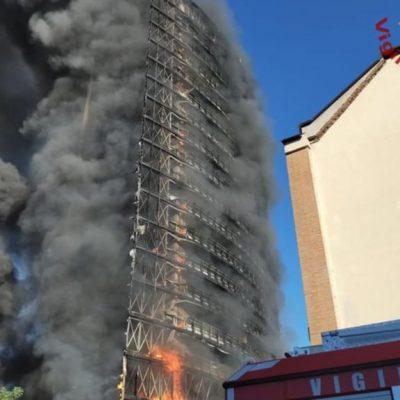 Milano, incendio in fase di spegnimento. A fuoco anche la casa di Mahmood. Nessuna vittima