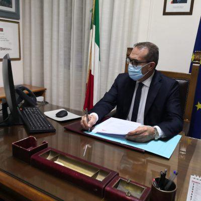 Alla festa del santo con un falso green pass, la denuncia del sindaco di Locorotondo