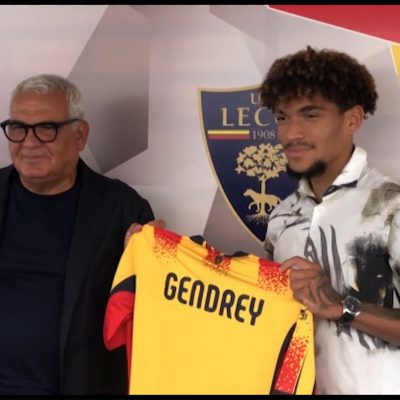 Calcio, il Lecce presenta il nuovo terzino destro