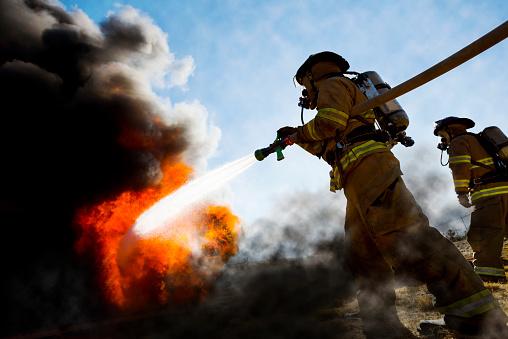 Incendi, in Sicilia e Calabria altre 3 vittime. Nel Siracusano raggiunti i 48,8 gradi: è la temperatura più alta mai registrata in Europa