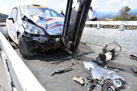 Incidente al rally nel Reggiano, due spettatori travolti da un'auto in corsa