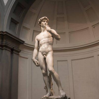 Michelangelo era alto 1 metro e 60, lo provano un paio di babbucce e una pantofola. Lo studio firmato da ricercatori italiani
