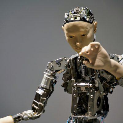 "Elon Musk annuncia l'arrivo del robot umanoide: il ""Tesla Bot"""