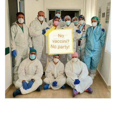 Da angeli custodi a nullafacenti: il popolo no vax si scaglia contro i medici del Policlinico di Foggia. Causa scatenante: un post sulla campagna vaccinale
