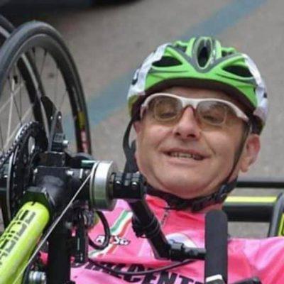 """Handbike, morto in un incidente stradale il """"ciclista-poeta"""" Andrea Conti. Aveva 51 anni"""