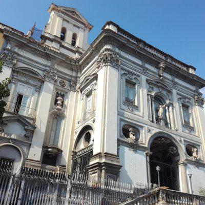 """I funerali di Samuele a Napoli, don Mimmo: """"Non c'è parola per definire chi perde un figlio"""""""
