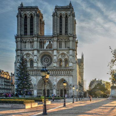 La cattedrale di Notre-Dame a Parigi riaprirà nel 2024, a cinque anni dal devastante incendio