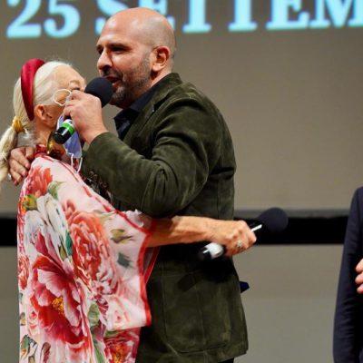 Checco Zalone incontra a sorpresa la sua vacinada  Helen Mirren al Bif&st