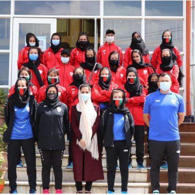 Afghanistan, la Nazionale di calcio femminile si rifugia in Pakistan con i parenti