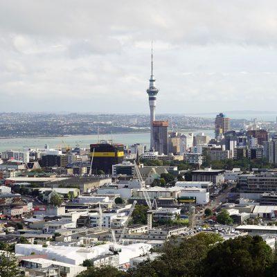"""Nuova Zelanda, accoltella sei persone in un supermercato e viene ucciso dalla polizia. Il governo: """"Atto terroristico"""""""