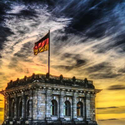 Germania, seggi aperti per le prime elezioni del dopo-Merkel. Sfida tra Scholz e Armin