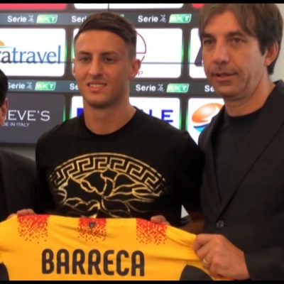 Calcio, il Lecce presenta il nuovo difensore Barreca