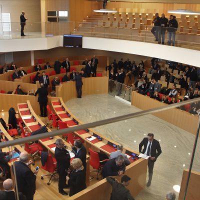 La Puglia approva la legge per la parità salariale. Fondi alle imprese virtuose e sostegno alle donne vittime di violenza