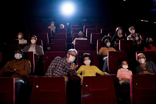 Aumento capienza negli stadi al 75%, cinema all'80%, discoteche ancora chiuse: le decisioni del Cts