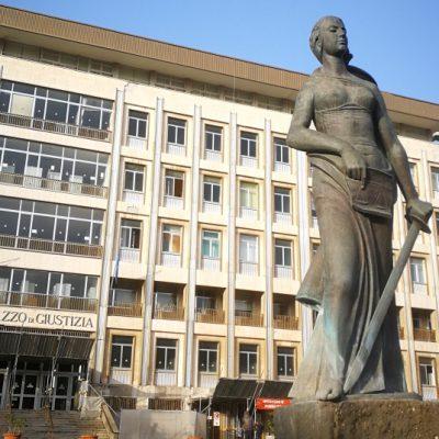 Soldi o prestazioni sessuali per esame, condannato ex funzionario della Corte Appello di Bari