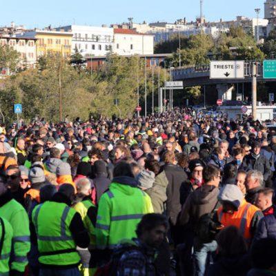 Primo giorno di Green Pass sul lavoro: qualche disagio e molte proteste nei porti di Trieste e Genova, ma la situazione  è sotto controllo