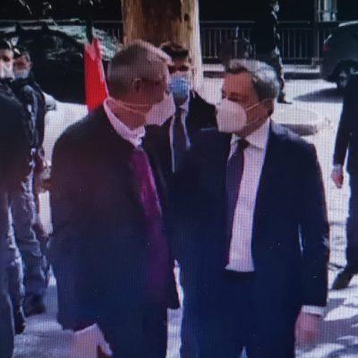 Manifestazione 'no Green Pass' a Roma, Draghi visita la sede della Cgil e abbraccia Landini. La Procura di Roma apre due inchieste
