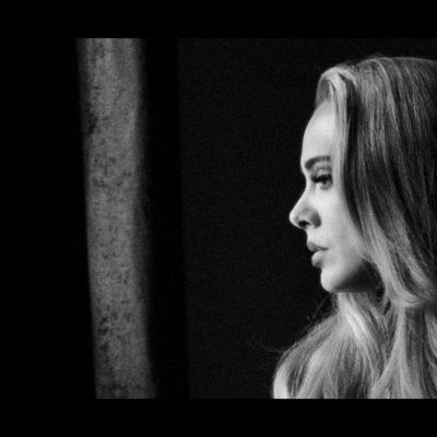 Adele vola con il singolo che racconta il suo divorzio