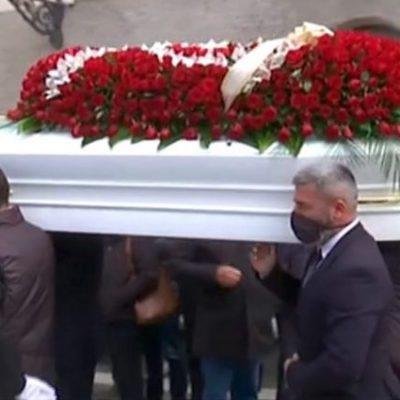 L'ultimo saluto a Dora Lagreca nel Salernitano, gli amici perplessi sull'ipotesi del suicidio