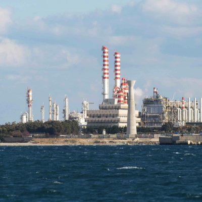 Incendio al Petrolchimico di Brindisi, gravemente ustionati due operai