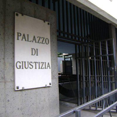 Favori e regali per pilotare l'inchiesta sull'ex Ilva di Taranto, torna in libertà Enrico Laghi. E' stato commissario straordinario dopo i Riva